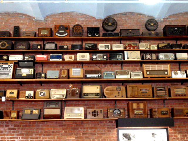 Hudson goods blog vintage industrial furniture vintage radios - Vintage home decorating collection ...