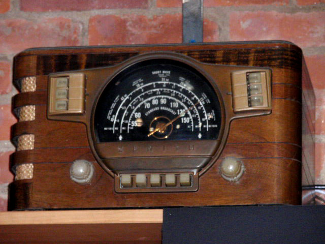 vintage-clock-radios
